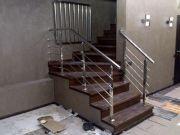 Перила и и детская ограничительнаякалитка на лестницуз из нержавеющей стали AISI 304.
