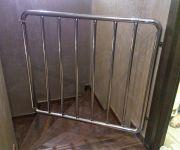 Калитка – барьер безопасности для детей с фиксатором. Труба нержавеющая 38, 25 мм.