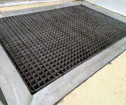 Оборудование для цеха полуфабрикатов. Емкость с решетчатым настилом под жидкость для дезинфекции.
