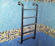 Лестница на стенку бассейна. из нержавеющей стали